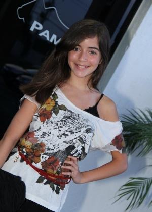 """Anna Rita Cerqueira, que fez Olívia  na segunda fase, é registrada antes da festa de """"A Vida da Gente"""" (2/3/12)"""
