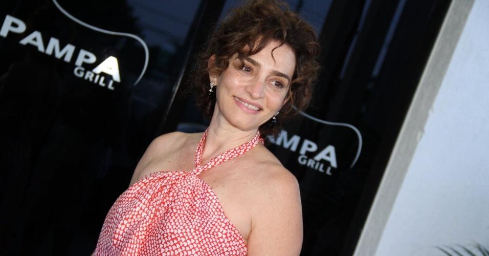 """Gisele Fróes, que interpreta Vitória em """"A Vida da Gente"""", chega para festa da novela (2/3/12)"""