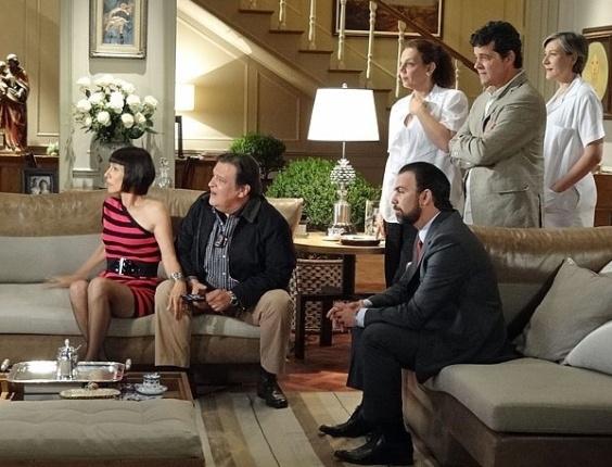 Melissa fica furiosa ao ver a irmã falando sobre Carlos/Rodrigo na televisão. No dia dia 5/3/12