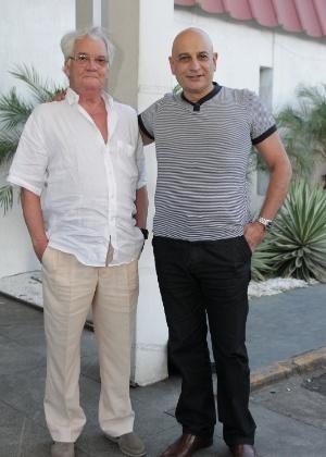 """Tadeu di Pietro (à direita) e Luiz Serra chegam para assistir """"A Vida da Gente"""" (2/3/12)"""