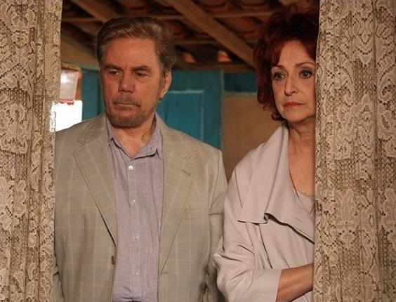 Verbena (Ana Lucia Torre) e Augusto (Reginaldo Faria) vão até Minas Gerais em busca do filho desaparecido. No ar dia 5/3/12