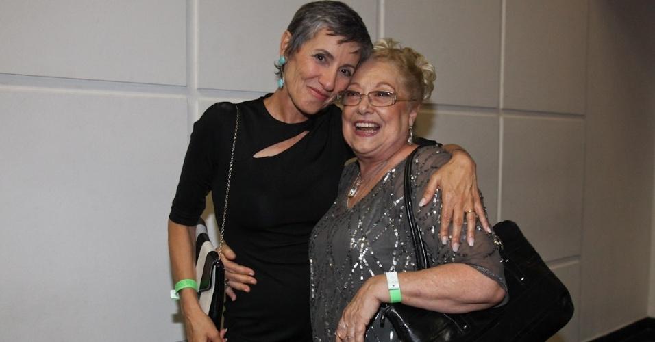 """Cássia Kiss e Suely Franco participam da estreia de """"Amor Eterno Amor"""" no Via Funchal, em São Paulo (5/3/2012)"""