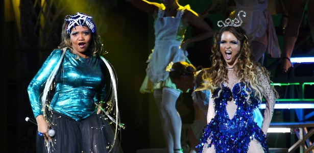 Com roupa de fibra ótica, Gaby Amarantos dividiu palco de evento da Globo com a atriz Cláudia Abreu
