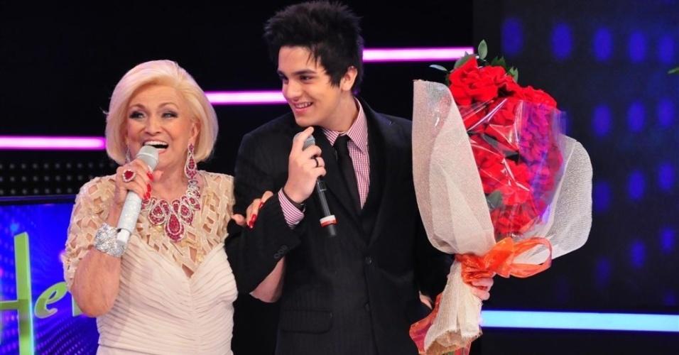 Hebe Camargo recebe flores de Luan Santana (5/3/12)