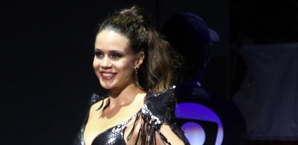 Leandra Leal dança em apresentação da novela