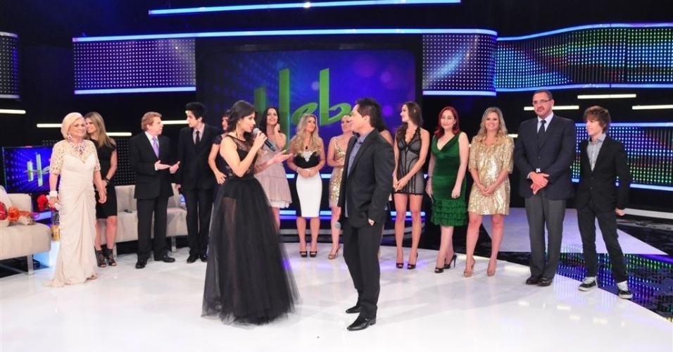 Paula Fernandes conduz o programa em homenagem a Hebe e recebe o cantor Leonardo (5/3/12)