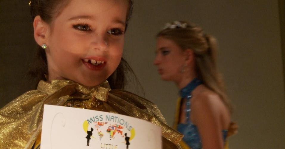 """Ana Clara é uma das crianças com """"vida de adulto"""" retratadas no primeiro episódio de """"Tabu Brasil"""""""