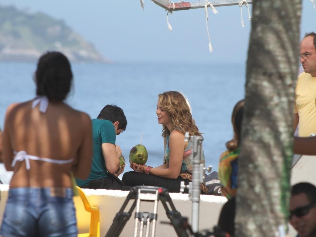 Leandra Leal e Ricarto Tozzi gravam cenas de