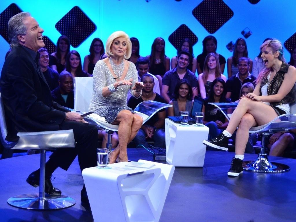 As apresentadoras Hebe Camargo e Mari Moon participam da primeira edição do talk show ?Roberto Justus +?, que discute a temática