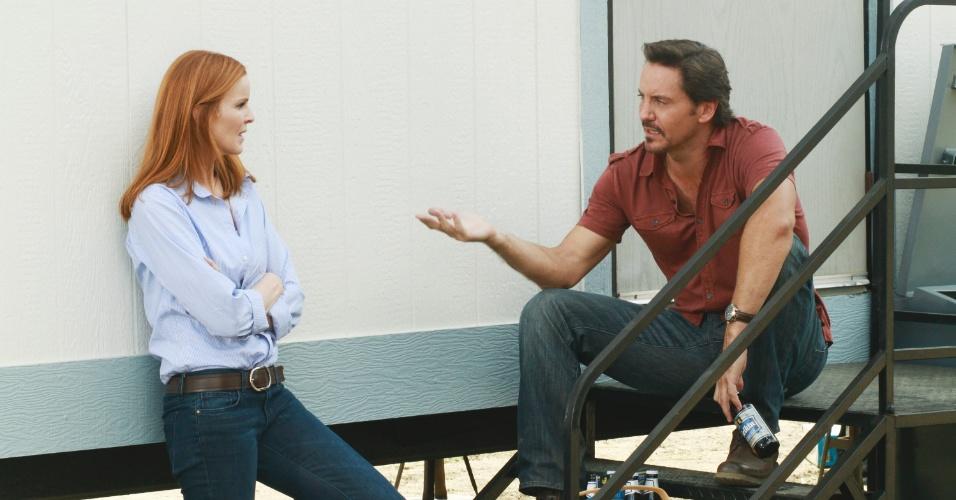 """Bree Van De Kamp (Marcia Cross) e Ben Faulkner (Charles Mesure) conversam em cena de 8º temporada de """"Desperate Housewives"""""""