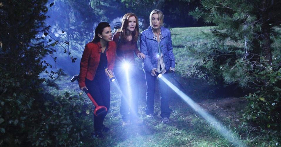 "Gabrielle Solis (Eva Longoria), Bree Van De Kamp (Marcia Cross) e Lynette Scavo (Felicity Huffman) em cena da 8º temporada de ""Desperate Housewives"""