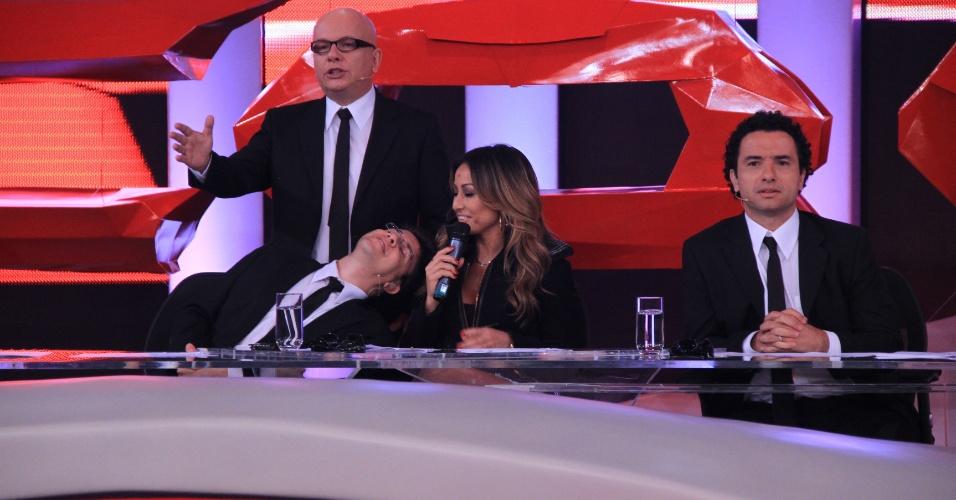 """Sabrina Sato confirma estreia do """"Pânico"""" durante visita a bancada do """"CQC"""" (12/3/12)"""