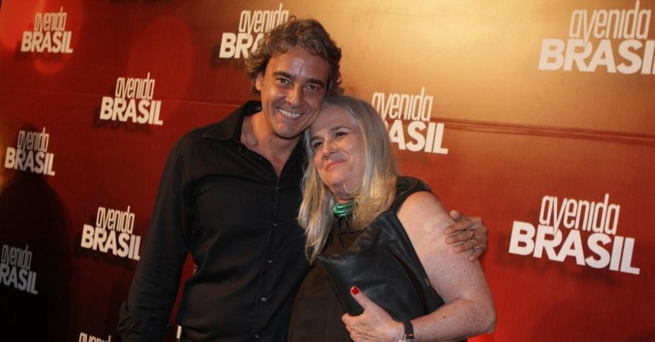 """Vera Holtz e Alexandre Borges posam para fotos no lançamento de """"Avenida Brasil"""". Alexandre será Cadinho, um mulherengo(15/3/12)"""