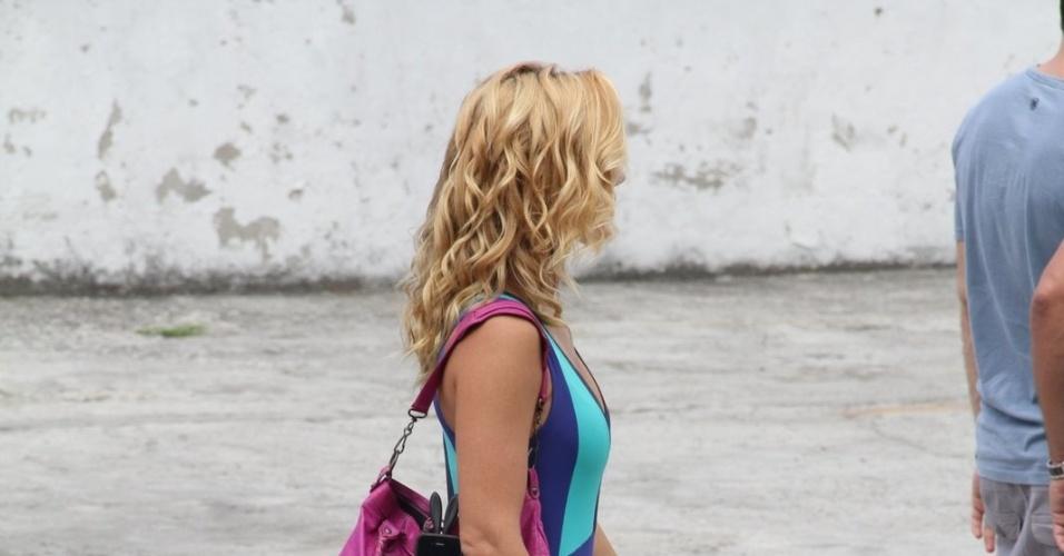 """Carolina Dieckmann, a Teodora,grava as últimas cenas da novela """"Fina Estampa"""", na Barra da Tijuca, no Rio de Janeiro. A periguete vai ficar com Quinzé (Malvino Salvador) e com os filhos no fim da trama (19/3/12)"""