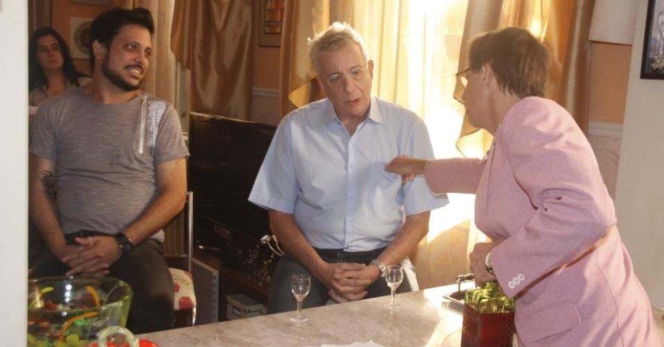 """Lúcio Mauro Filho, Marco Nanini e Pedro Cardoso durante gravação da 12ª temporada de """"A Grande Família"""" (19/3/2012)"""