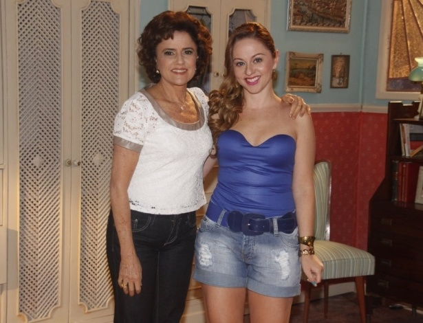 """Marieta Severo e Guta Stresser no cenário da 12ª temporada de """"A Grande Família"""" (19/3/2012)"""