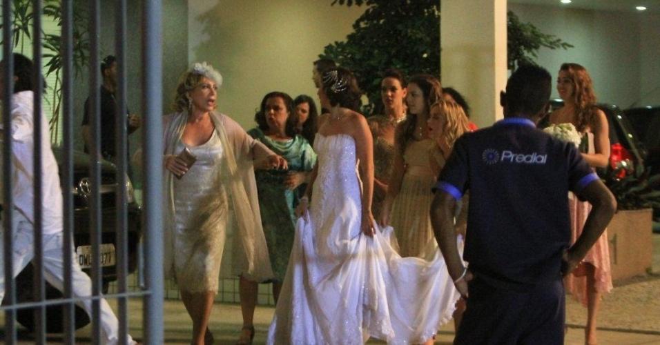 Enfim, chega o dia do casamento de Letícia (Tânia Khalil) e Juan (Carlos Casagrande). As cenas foram gravadas na Barra da Tijuca, na noite de terça-feira (20/3/12)
