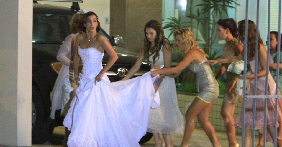 Enfim, chega o dia do casamento de Letícia (Tânia Khallil) e Juan (Carlos Casagrande). As cenas foram gravadas na Barra da Tijuca, na noite de terça-feira (20/3/12)