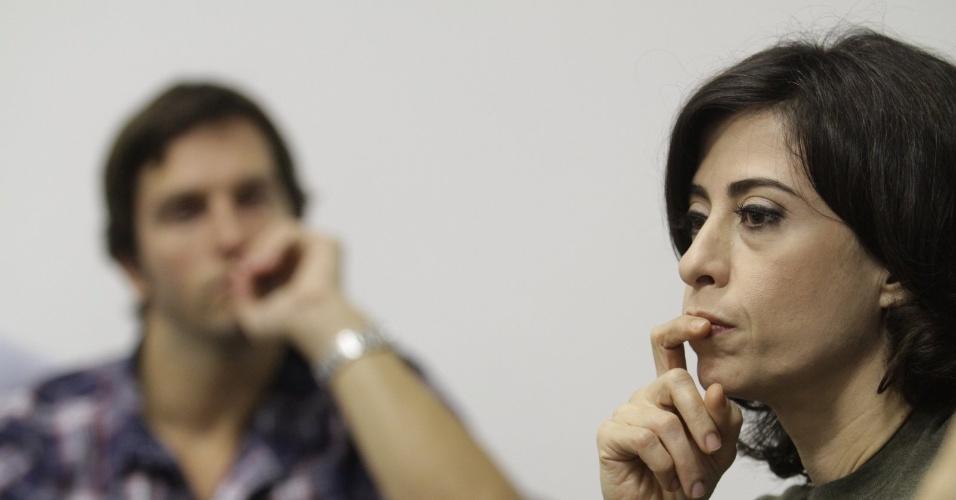 """Fernanda Torres (à frente) conversa com a imprensa durante coletiva de apresentação da 2ª temporada de """"Tapas e Beijos"""" (21/3/12)"""