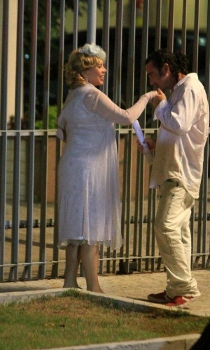 "Vilma (Arlete Salles) aparece com pretendente nas últimas cenas de ""Fina Estampa"" (20/3/12)"