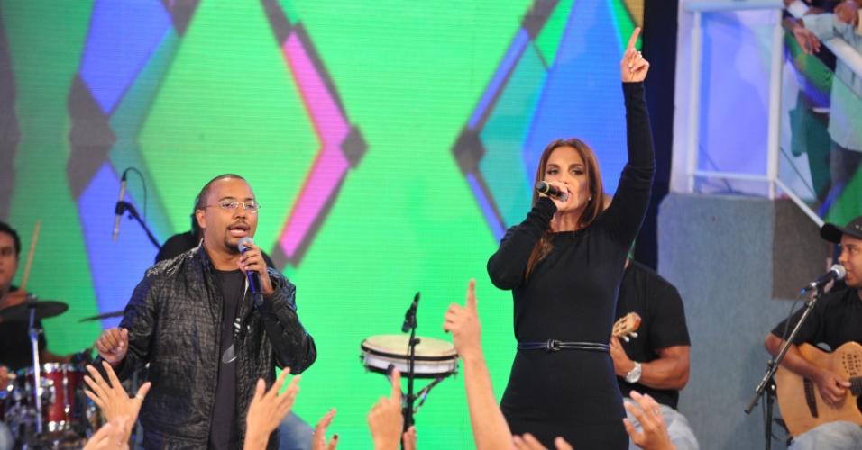 """Dudu Nobre e Ivete Sangalo durante gravação do """"TV Xuxa"""" para comemorar o aniversário da apresentadora (21/2/12)"""