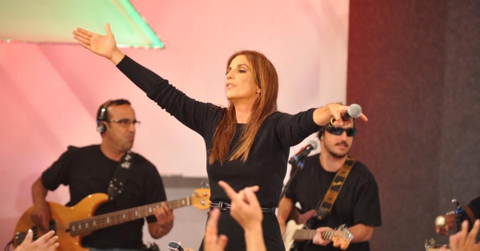 """Ivete Sangalo canta na gravação do """"TV Xuxa"""" para comemorar o aniversário da apresentadora (21/2/12)"""