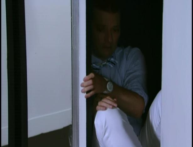 Depois das palavras de Baltazar, Crô decide sair do armário