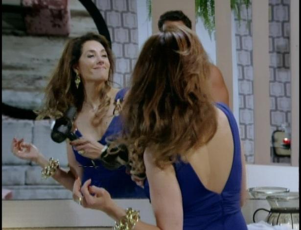 Tereza Cristina convence Ferdinand a contar onde estão as gravações. Ele começa a beijá-la, mas ela reclama do cheiro e manda Ferdinand tomar um banho. Enquanto ele vai para a banheira de hidromassagem, Tereza Cristina seca os cabelos