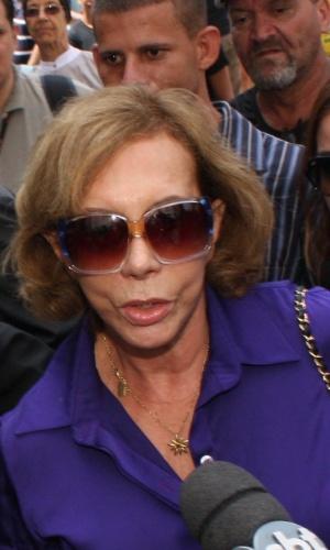 A atriz Arlete Sales chega ao Theatro Municipal do Rio de Janeiro para velório de Chico Anysio. Humorista morreu na tarde de sexta-feira (23) em decorrência de falência de múltiplos órgãos (24/03/2012)