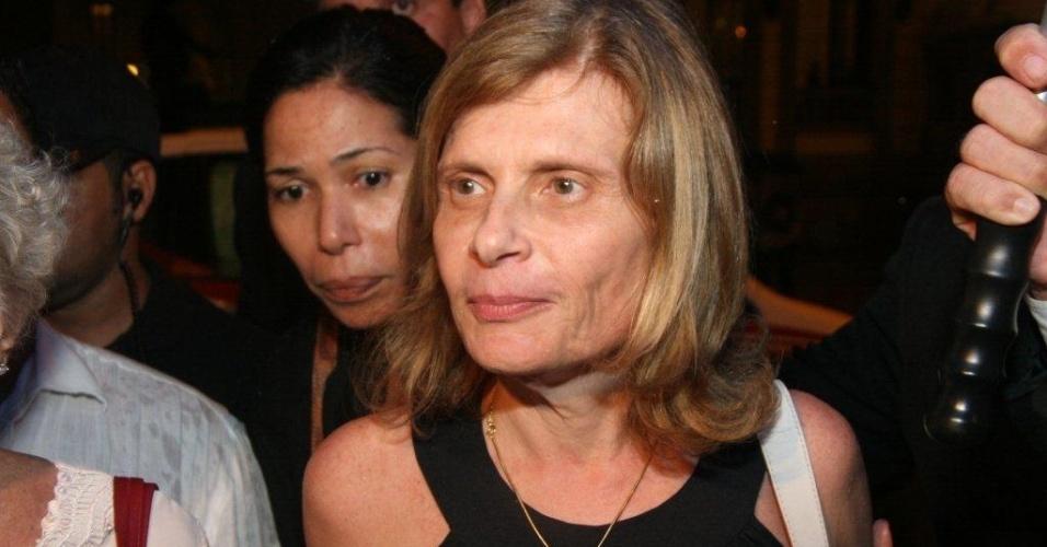 A ex-ministra e ex-mulher de Chico Anysio, Zélia Cardoso de Mello deixa o velório de Chico Anysio. Humorista morreu na tarde de sexta-feira (23) em decorrência de falência de múltiplos órgãos (24/3/2012)