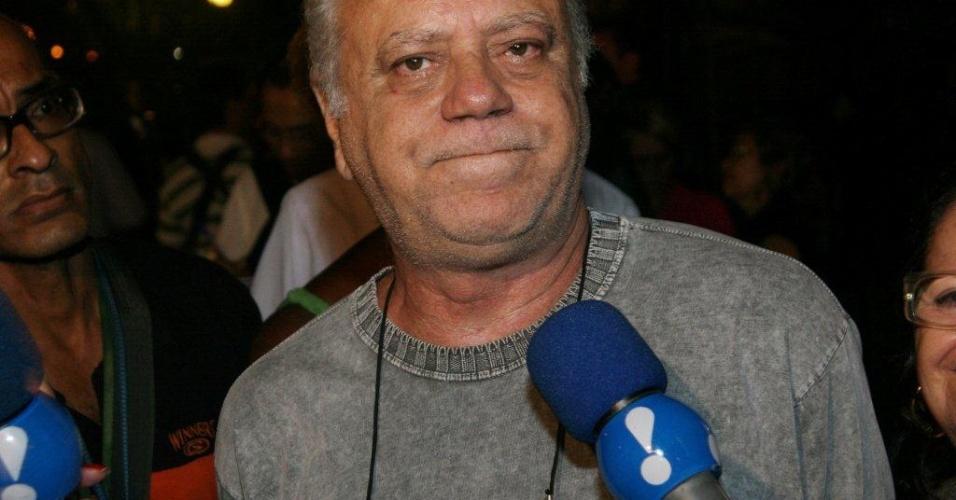 Ator Tonico Pereira vai ao Theatro Municipal do Rio de Janeiro para velório de Chico Anysio. Humorista morreu na tarde de sexta-feira (23) em decorrência de falência de múltiplos órgãos (24/03/2012)