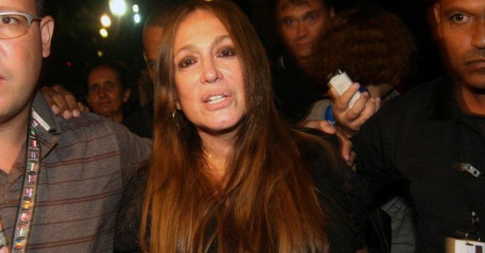 Atriz Susana Vieira chega ao Theatro Municipal do Rio de Janeiro para velório de Chico Anysio.  Humorista morreu na tarde de sexta-feira (23) em decorrência de falência de múltiplos órgãos (24/03/2012)