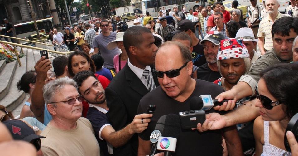 Paulo César Grande chega ao velório do humorista Chico Anysio no Theatro Municipal do Rio de Janeiro. Chico morreu na tarde de sexta-feira (23) em decorrência de falência de múltiplos órgãos (24/03/2012)