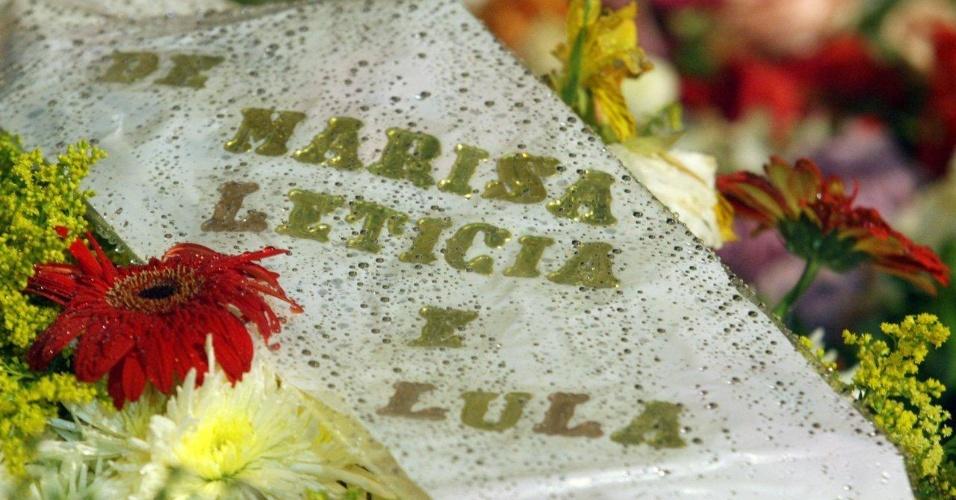 Ex-presidente Lula e a ex-primeira dama Marisa Letícia enviam coroa de flores para o velório de Chico Anysio. (24/3/2012)