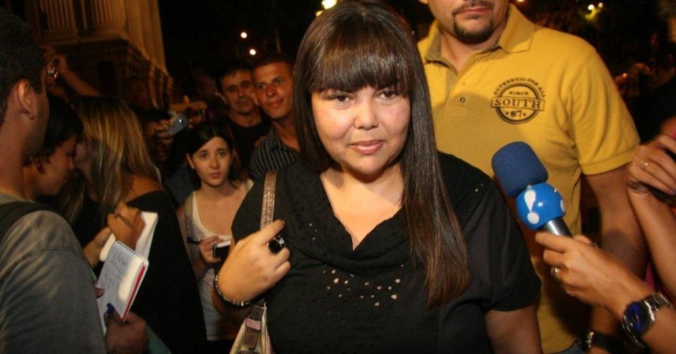 Humorista Fabiana Karla chega ao Theatro Municipal do Rio de Janeiro para velório de Chico Anysio. Humorista morreu na tarde de sexta-feira (23) em decorrência de falência de múltiplos órgãos (24/03/2012)