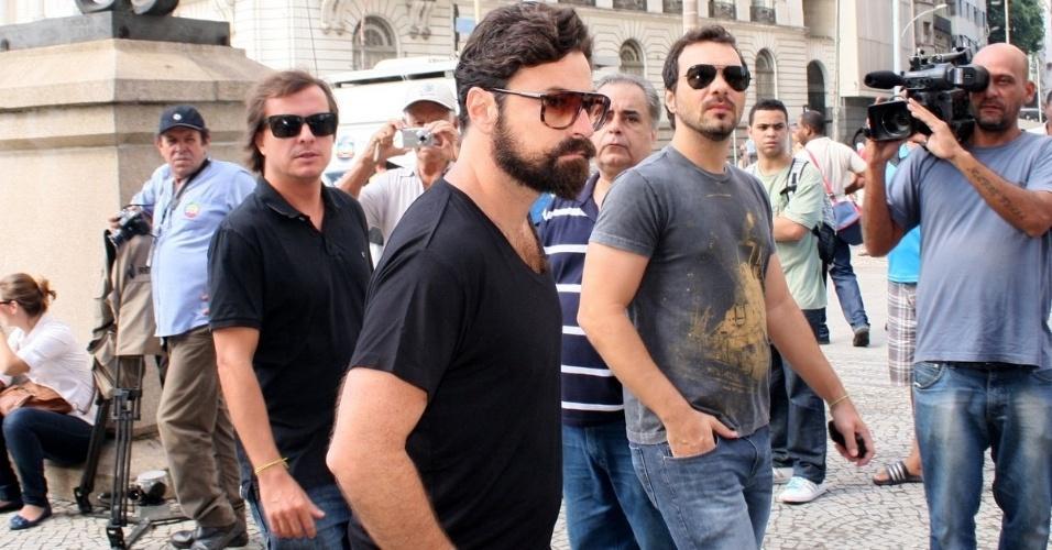 O ator Emilio Orciollo Netto chega ao Theatro Municipal do Rio de Janeiro para velório de Chico Anysio. Humorista morreu na tarde de sexta-feira (23) em decorrência de falência de múltiplos órgãos (24/03/2012)