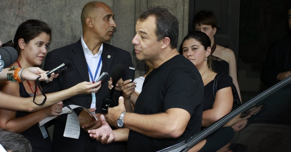 O governador do Rio de Janeiro, Sergio Cabral, comparece ao velório do ator Chico Anysio, no Theatro Municipal do Rio. Chico morreu na tarde de sexta-feira (23) em decorrência de falência de múltiplos órgãos (24/03/2012)