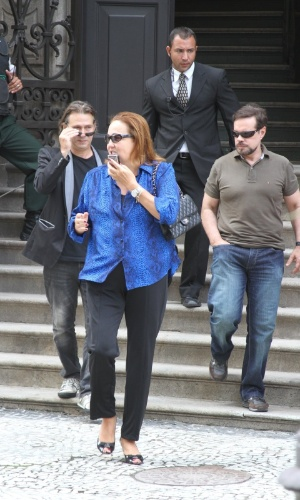 Os atores Nelson Freitas e Cláudia Jimenez comparecem ao velório de Chico Anysio no Theatro Municipal do Rio de Janeiro. Chico morreu na tarde de sexta-feira (23) em decorrência de falência de múltiplos órgãos (24/03/2012)