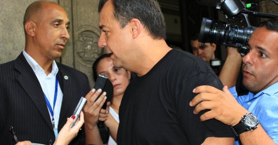 Sergio Cabral comparece ao velório do ator Chico Anysio, no Theatro Municipal do Rio. Chico morreu na tarde de sexta-feira (23) em decorrência de falência de múltiplos órgãos (24/03/2012)