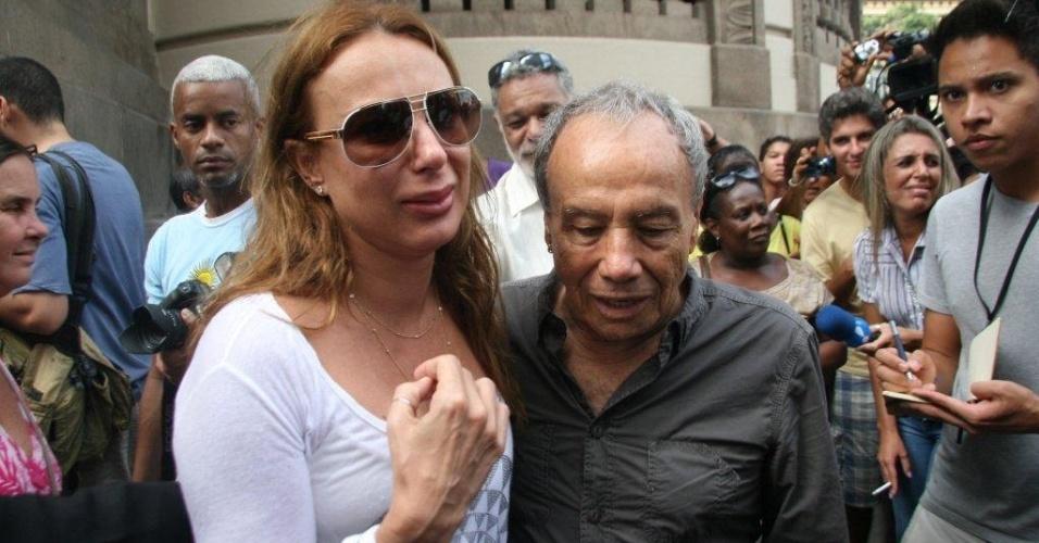 Stênio Garcia chega com a esposa ao velório de Chico Anysio no Theatro Municipal do Rio de Janeiro. Chico morreu na tarde de sexta-feira (23) em decorrência de falência de múltiplos órgãos (24/03/2012)