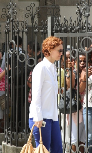 Visivelmente abalada, a atriz Júlia Lemmertz chega ao Theatro Municipal do Rio de Janeiro no velório de Chico Anysio. O humorista morreu na tarde de sexta-feira (23) em decorrência de falência de múltiplos órgãos (24/03/2012)