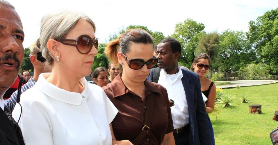 A atriz Daniela Escobar chega ao Cemitério São Francisco Xavier, no Rio de Janeiro, para cerimônia de cremação do corpo de Chico Anysio. Evento é fechado para família e amigos próximos (25/03/2012)