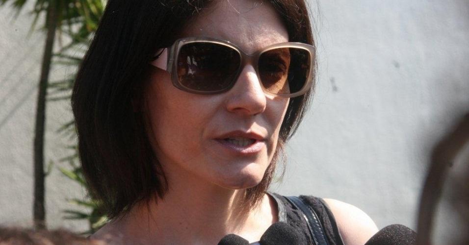 Malga Di Paula, viúva de Chico Anysio fala com a imprensa após cerimônia de cremação do corpo do humorista, no Cemitério São Francisco Xavier, Rio de Janeiro  (25/03/2012)