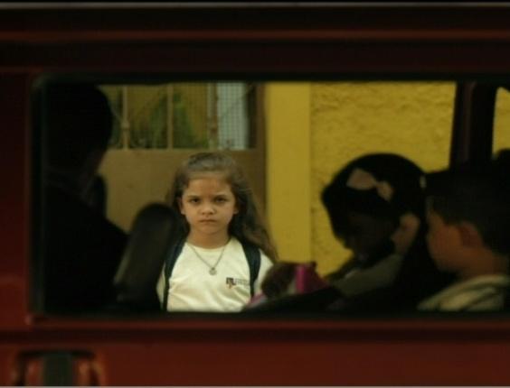 Rita (Mel Maia) fica frustrada após ver que sua madrasta é falsa com seu pai, Genésio (Tony Ramos)