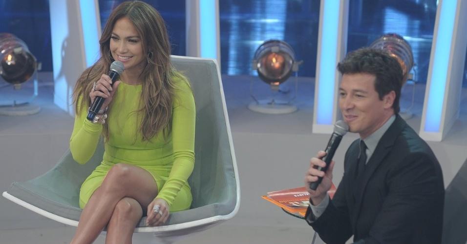 """Jennifer Lopez e Rodrigo Faro se divertem durante a gravação de """"O Melhor do Brasil"""" (26/3/2012)"""