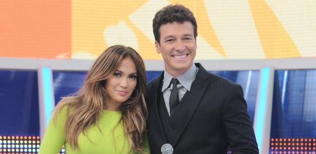 Jennifer Lopez e Rodrigo Faro posam para foto (26/3/2012)