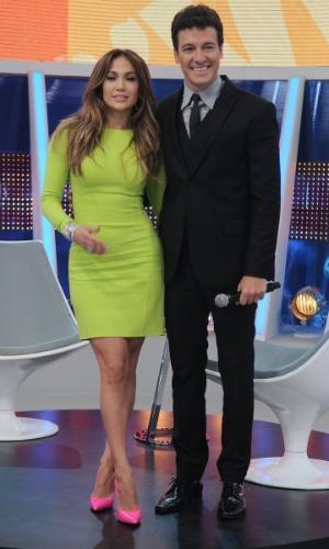 Jennifer Lopez e Rodrigo Faro posam para fotos (26/3/2012)