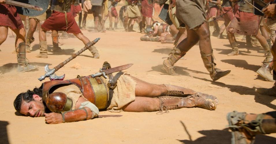 Com uma machadada nas costas, Urias (Alexandre Barillari) morre. A cena deve ir ao ar na quinta (29/3/11)