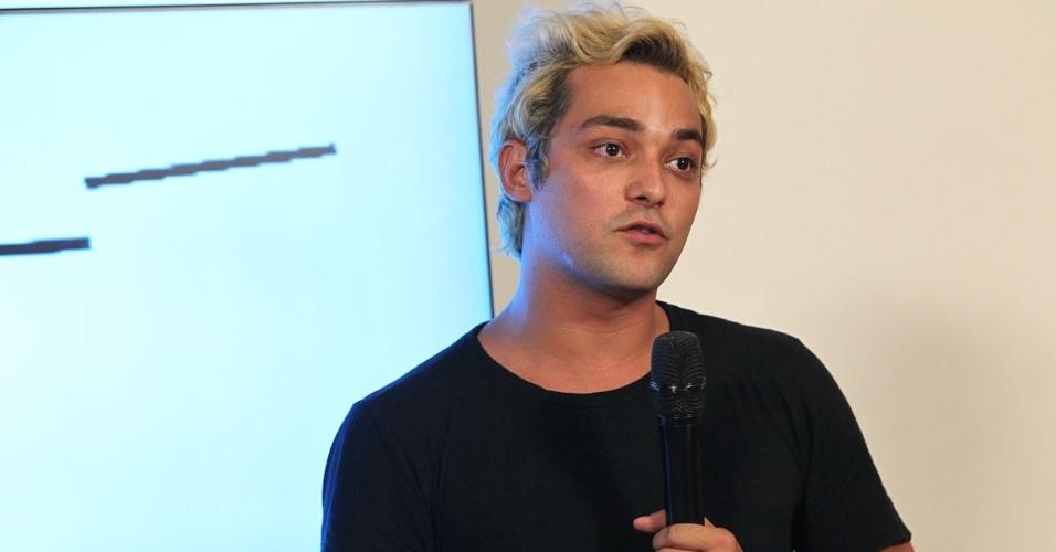 """Eduardo Sterblitch, o Cesar Polvilho do """"Pânico"""", fala para a imprensa no lançamento do programa na Band (27/3/12)"""