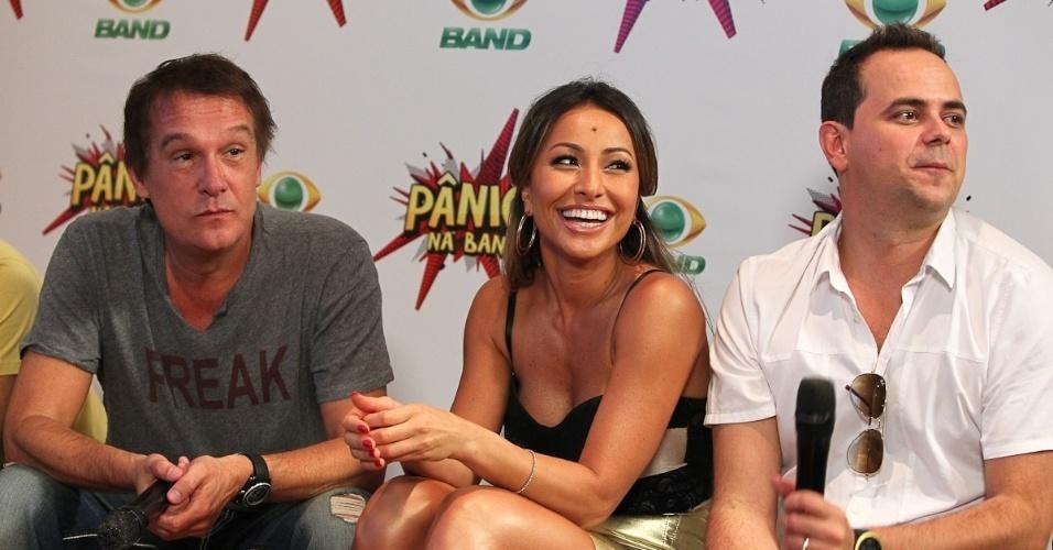 Emilio Surita, Sabrina Sato e o humorista Carioca em evento sobre a estreia do Pânico na Band. A estreiado programa está confirmada para este domingo, 1 de abril, às 21h (27/3/12)